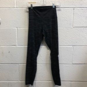 Lululemon black camo hi waist Align crops sz 4